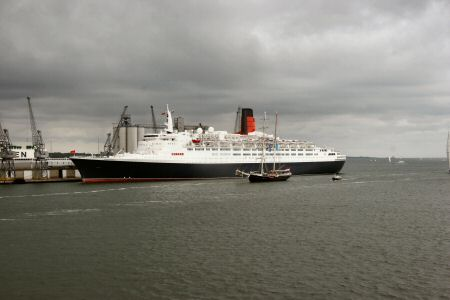 Old and New - the QE 2