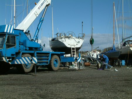 Sea Dreamer Mast about to go up