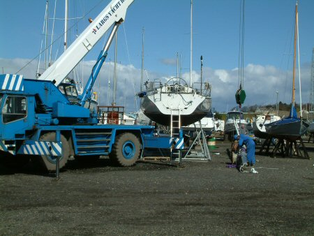 Preparing the mast hoist